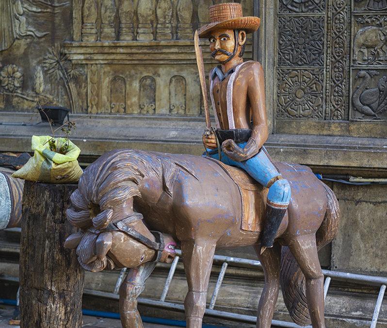 Zdziwiony kowboj i zawstydzony koń